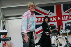 Vance performs with Peter Noone in 2004 - Click for a larger image.